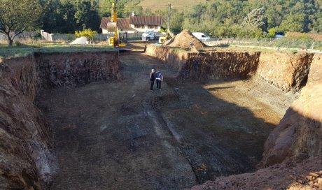 Terrassement de terrain pour construction d'une maison individuelle sur mesure à Saint-Pierre-la-Palud
